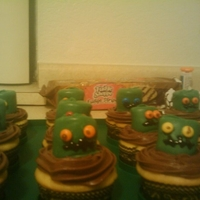 Monster Cupcakes made with marshmallows dipped in green chocolate