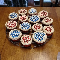 Holiday Piesred And Blue Mampms With Buttercream Frosting Mixed With Unsweetened Coco For The Lattice Work And Pie Crust Holiday Pies...Red and Blue M&M's with buttercream frosting mixed with unsweetened coco for the lattice work and pie crust