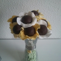 Flower Cake Pops thougt it would be cute to give my om an unexpected bouquet for her birthday :)