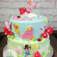 Cute Fairy's! The fairy's are made of icing sheets and i really like the combination with the mushrooms, butterfly's!