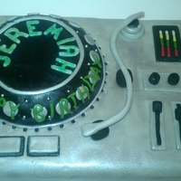 Turn Table Cake Buttercream fondant cake for hiphop fan