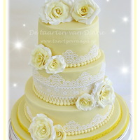 Yellow Rose Weddingcake for Ivora & Bert