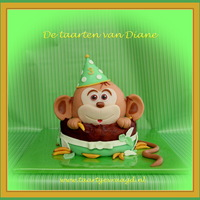 Keek-A-Boo Monkey! A kee-a-boo monkey. My first cake in 2014. Inside the cake, of course, bananacream :-)