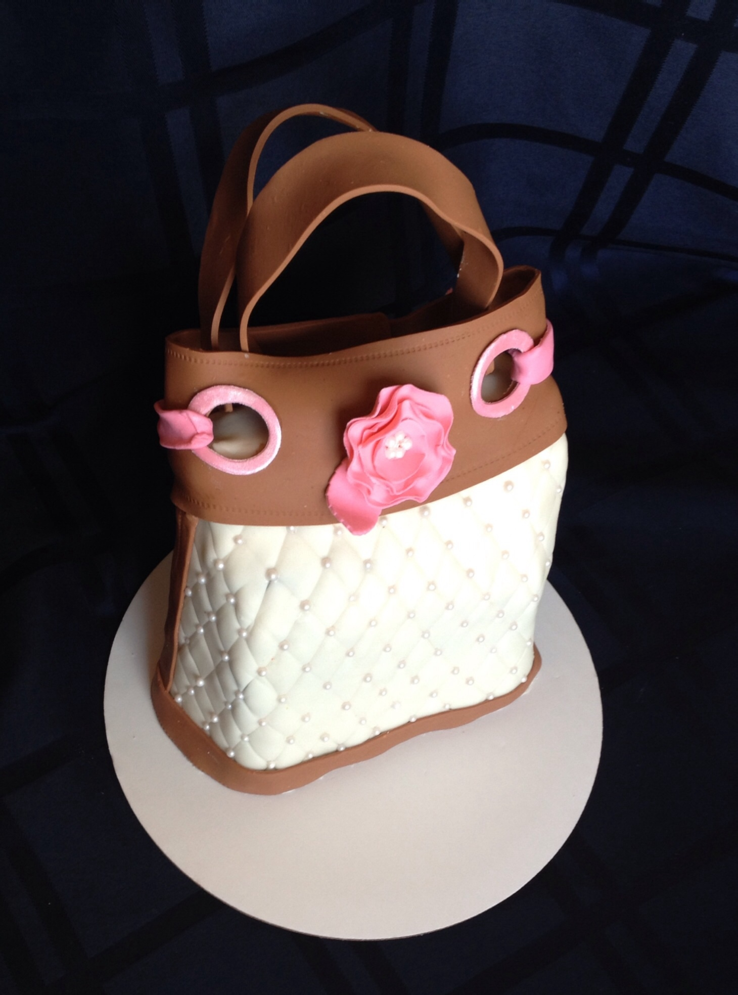 Purse Cake Not my original design but not sure who to give credit to. Photo was sent to me by client.