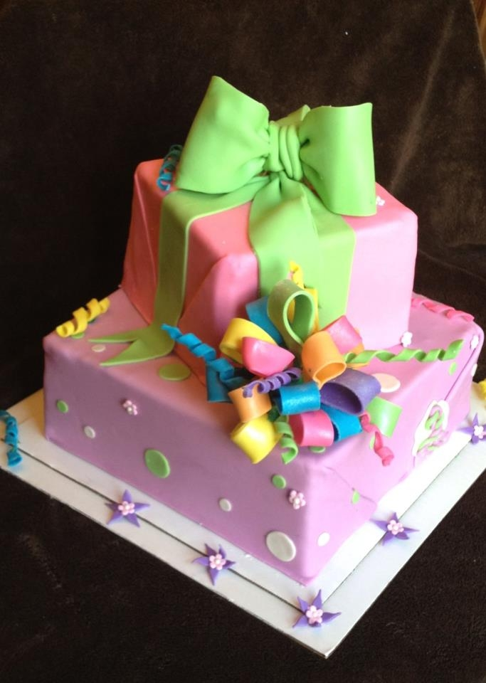 Gift Box Cake Made after one of Antonella Di Maria's designs