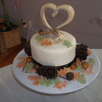 Autumn Wedding Cake Chocolate pine ones and fondant/modeling chocolate acorns. Fondant leaves. For a camouflage wedding