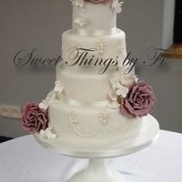 Sugar Roses And Piping Replication of the jewels on the brides dress and the flowers in her bouquet
