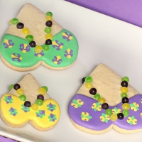 Mardi Gras Cookies Mardi Gras Cookies with little beads. These are so fun and festive. I hope you enjoy! For the tutorial, please visit here: http://www....