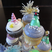 New Years Eve Cupcakes! 'New Years Eve Cupcakes' - Fireworks, Champagne Bottles, Party Hats and 2013 Discs!