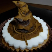 'the Sorting Hat' I made these cupcakes for my best friend who is a huuuge fan of Harry Potter, as I am too hehe :P This had to be my favourite one to make...