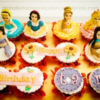 Disney Princesses Cupcakes Base: Rainbow Cake