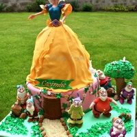 Snow White & The Seven Dwarfs Cake Snow White Doll Cake, 7 dwarfs are 100% handcrafted & edible.