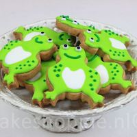 Frog Cookies for a birthday party in green theme.