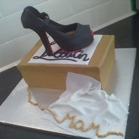 Christian Louboutin Shoe CL Shoe made of fondant and shoebox for the cake - All edible