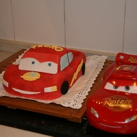 Rayo Mcqueen Fondan 3D It?s my firs 3d cake. I had a lot of problems to get the red colour but i tried three times and i got it.Es mi primera tarta de 3D en...