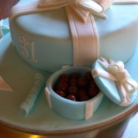 Bow And Chocolate Box Cake This cake is a vanilla sponge with 3 layers of Speculoos cream. I thought the cake looked a little plain, so I made a little sugar box and...