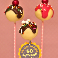 Banana Split Cake Pops You'll be passing on the ice-cream once you learn how to make these adorable and decadent banana split cake pops!