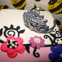 Princess Flowers Ornate Birthday Girl Cake A girly princess cake for a 1st birthday party & cupcakes to match
