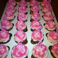 "Pinkaliscious Cupcake!   To go along with her cake! The ""S"" for Sophia is Royal Icing"