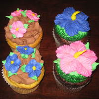 Jumbo Cupcakes You Cant See It Well But Theres A Lot Of Glitter On Flowers   Jumbo cupcakes. You can't see it well, but there's a lot of glitter on flowers.