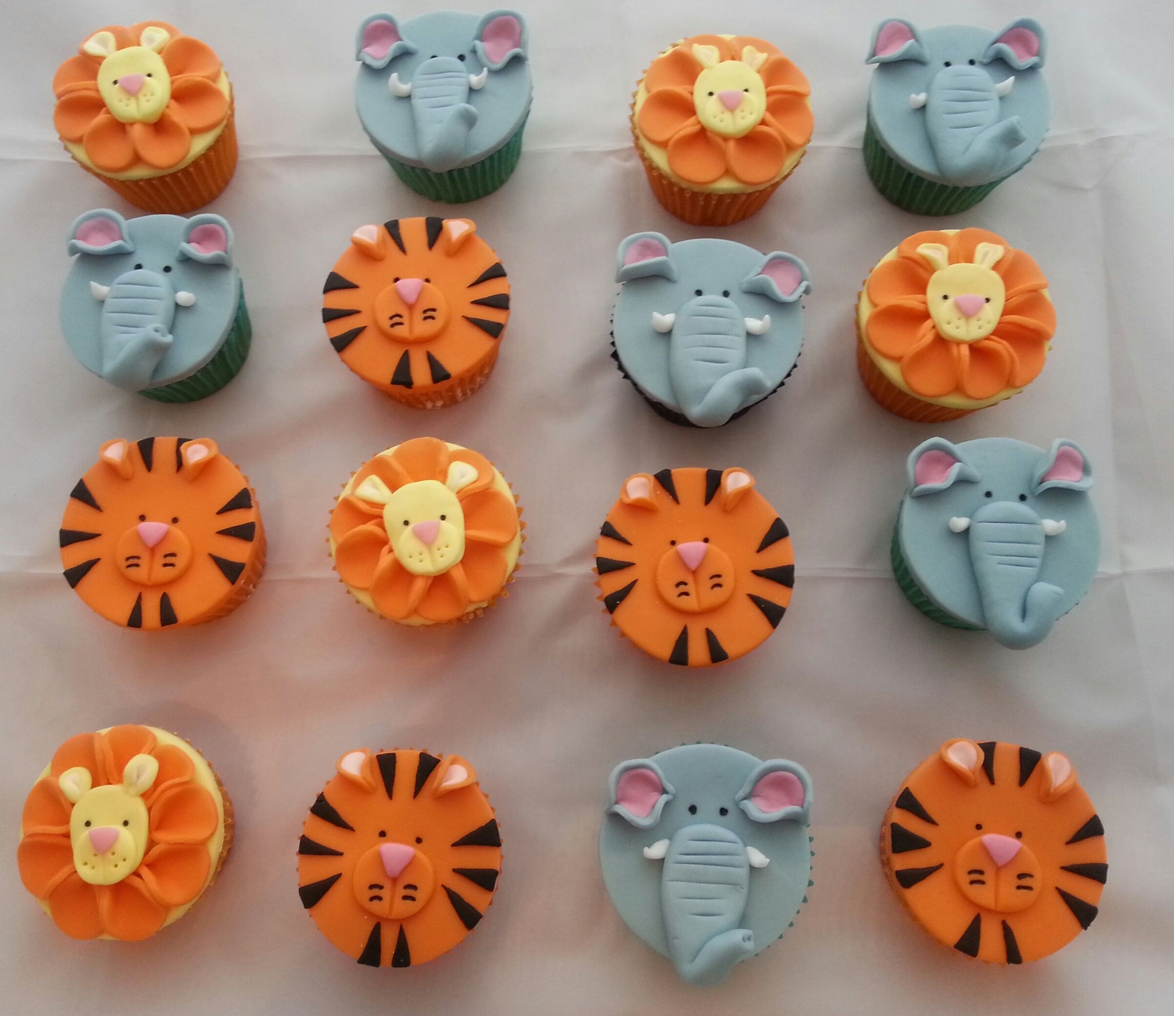 My Animal Cupcakes Made For My Childrens School Cake Stall