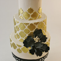 Gold & Black  Gold and black are some of my favorite colors to pair together! I loved the way the gold appliques caught the light all around the cake and...