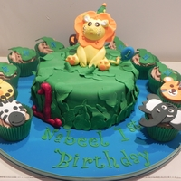 First Birthday Lion Cake This is a first birthday lion themed cake with matching cupcakes.
