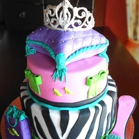 Glamour & Shopping Cake Fondant & Sponge Cake with chocolate Tiara