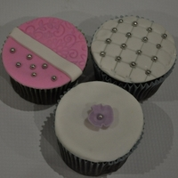Elegant Fondant Cupcakes! 3 very elegant cupcakes! Simple in design and easy to do.