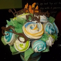 Father's Day Bouquet who says a man can't enjoy a bouquet of flowers?? lol These were made for my dad. Mini & regular size cupcakes with buttercream...