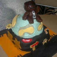 Little Big Planet First attempt at a cake for someone other then my children! Back when I was still using icing sugar to roll the fondant and not Trex!