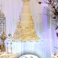 Timeless!   With the art of sugar flowers, we create an unforgettable wedding cake masterpiece!