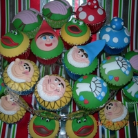 Gnomeo & Juliet Cupcakes Gnomeo and Juliet themed cupcakes. All hand cut in fondant, vanilla sponge and buttercream