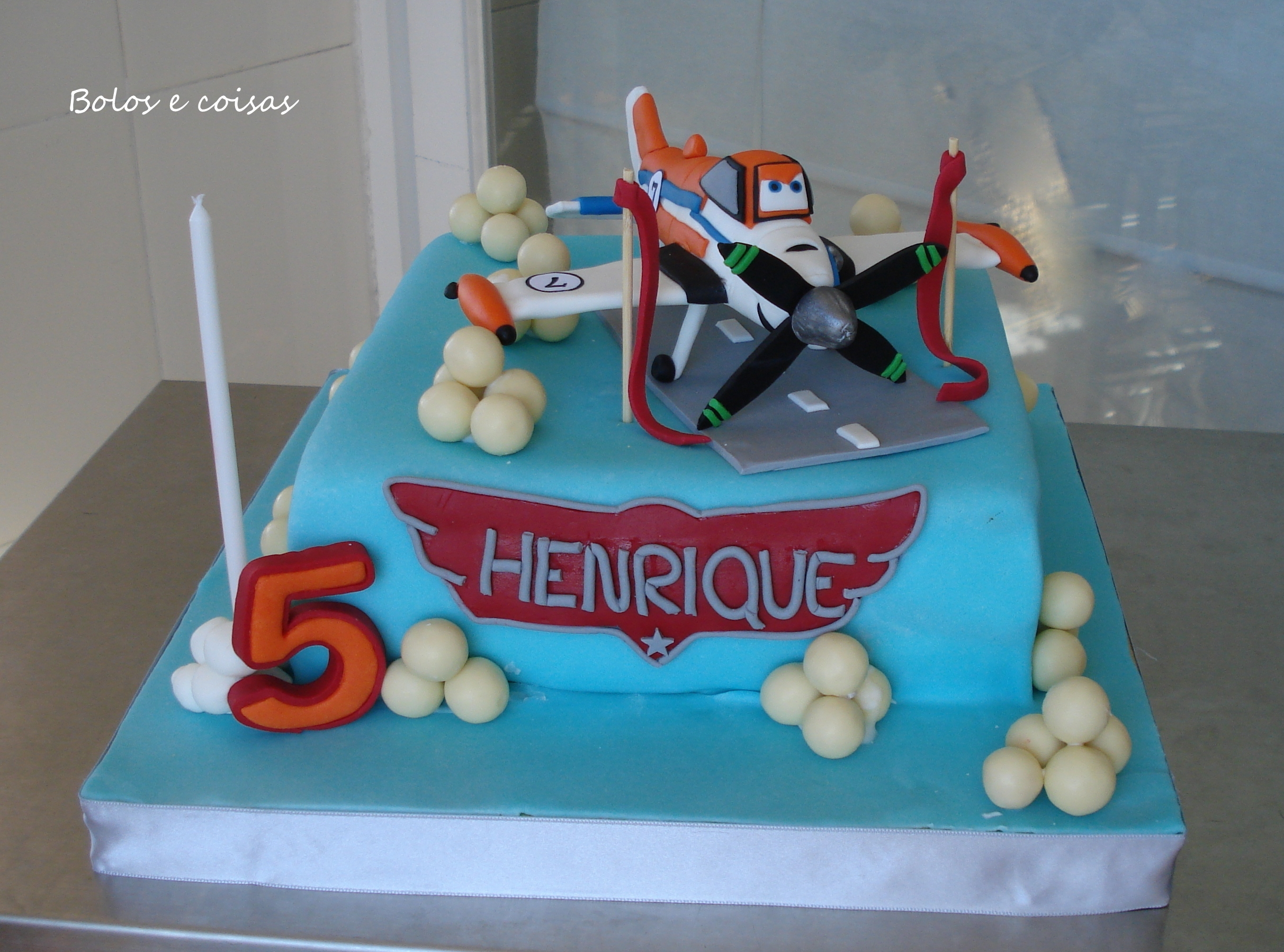 Dusty (Disney Planes) This is a cake I made for my sun's birthday, to take to school. He loves planes and dusty is also made of fondant.