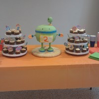 Bot From Team Umizoomi Cake was white with vanilla buttercream icing and MMF accents