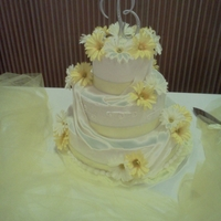 Coming Up Daisies   Round wedding cake with Silk Daisies