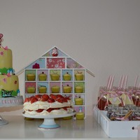 Sweet Table For My Little Girl   Mini cupcake house