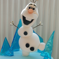 Frozen Cake - Olaf I loved this one. Managed to get Olaf just right and have him standing on one foot :)