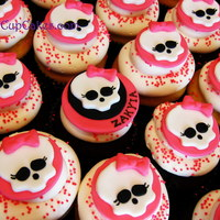 Monster High Cupcakes Monster High logo in fondant