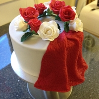 Red And White Roses Red velvet, 5x3inch wedding sampler ....Red and white rose wreath with a fondant veil/drape ...I loved using my new texture mats....such...