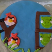 Angry Birds This is a chocolate cake covered in chocolate buttercream and fondant. The decorations are made of fondant.