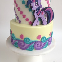 My Little Pony - Twilight Sparkle I made this cake as the final touch on my very first tutorial, where I will explain how to make the Twilight Sparkle's 2D topper...