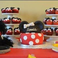 Minnie Mouse Cake And Cupcakes Minnie Mouse cake and cupcakes