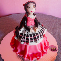 Draculaura Monster High This cake was made for our niece. She was uncertain if she wanted a princess cake or high monsters cake. So mix the two styles. The...