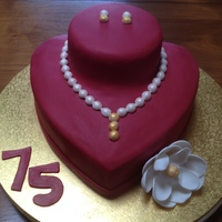 Pearl Necklace & Earrings Display Cake 75th Birthday cake for my beautiful mum who always looked so elegant with her earrings & pearls.