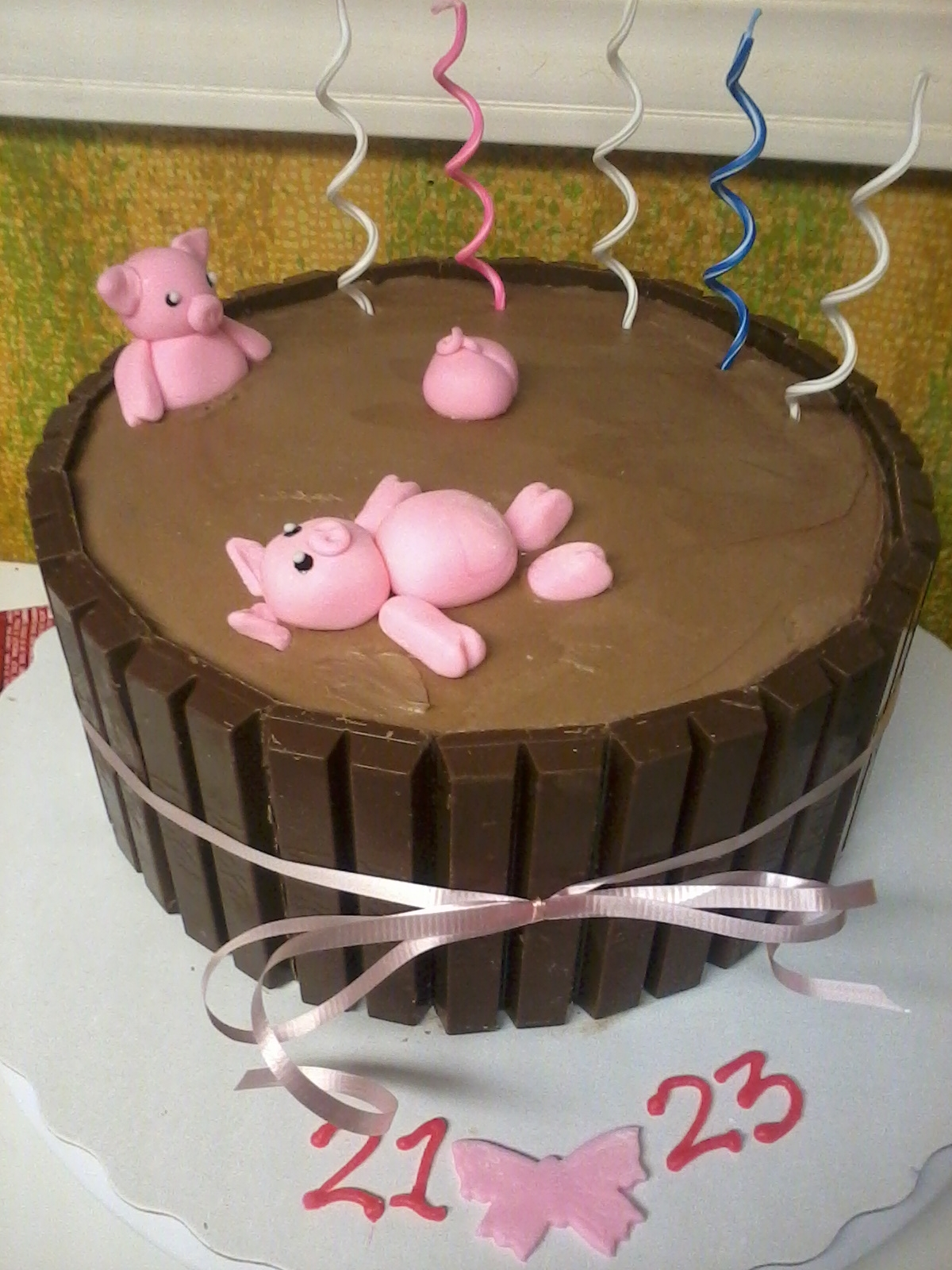 The Ever So Popular Pig In Mud Cake I Have No Idea To Whoever Did This First But It Is Super Cute So Congrats To Their Awesome Thinking Mi... The ever so popular pig-in-mud cake! I have no idea to whoever did this first, but it is super cute so congrats to their awesome thinking...