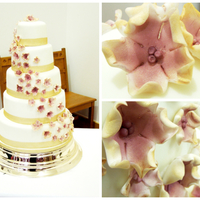 Autumn Gold Wedding Cake