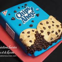 Chips Ahoy! Cake The chocolate chips are molds one by one with chocolate fondant.