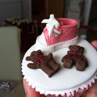 Miscellaneous Cupcakes Extra Small Converse show and teddy cupcake