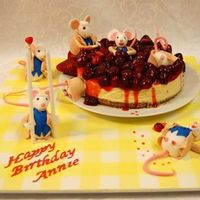 Cheesecake With Mice. I was ask to make a cheesecake and left free to decorate as I felt.